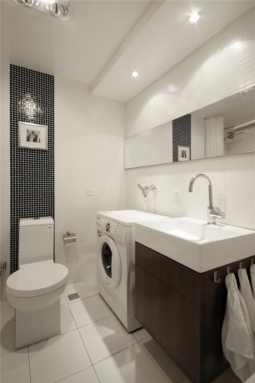 白色简约风三居卫生间装修效果图