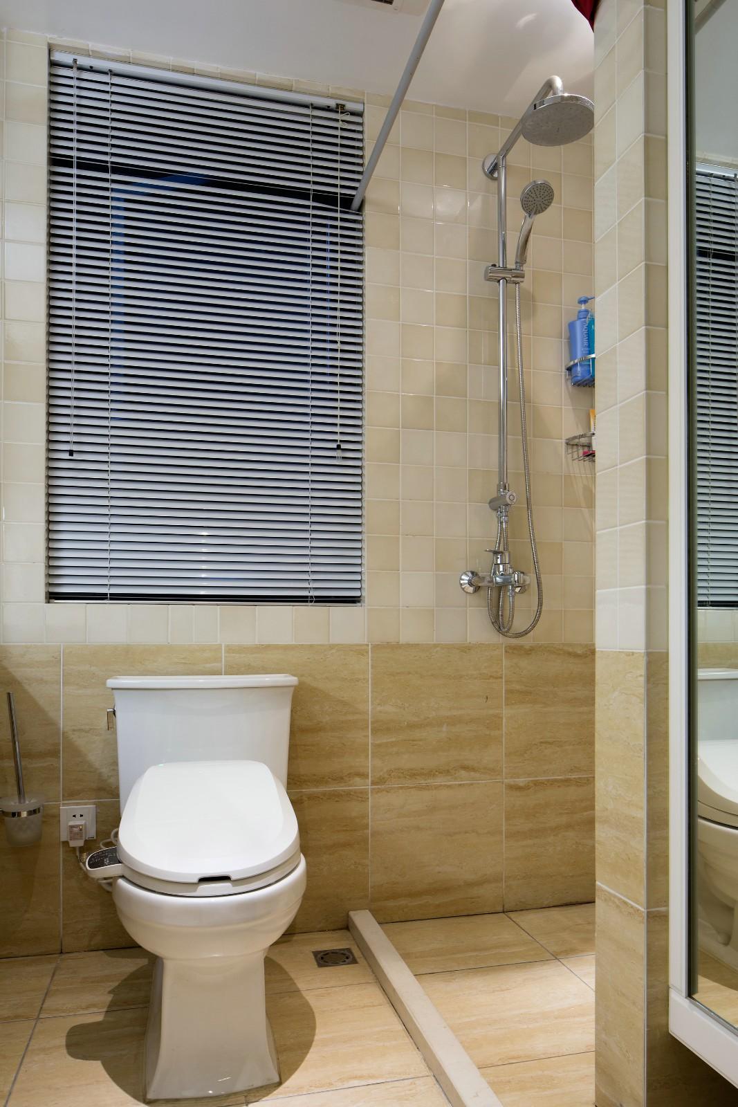 温馨美式风格三居卫生间装修效果图