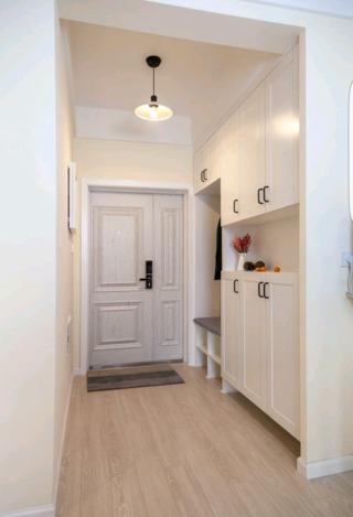 65平简约二居室玄关装修效果图