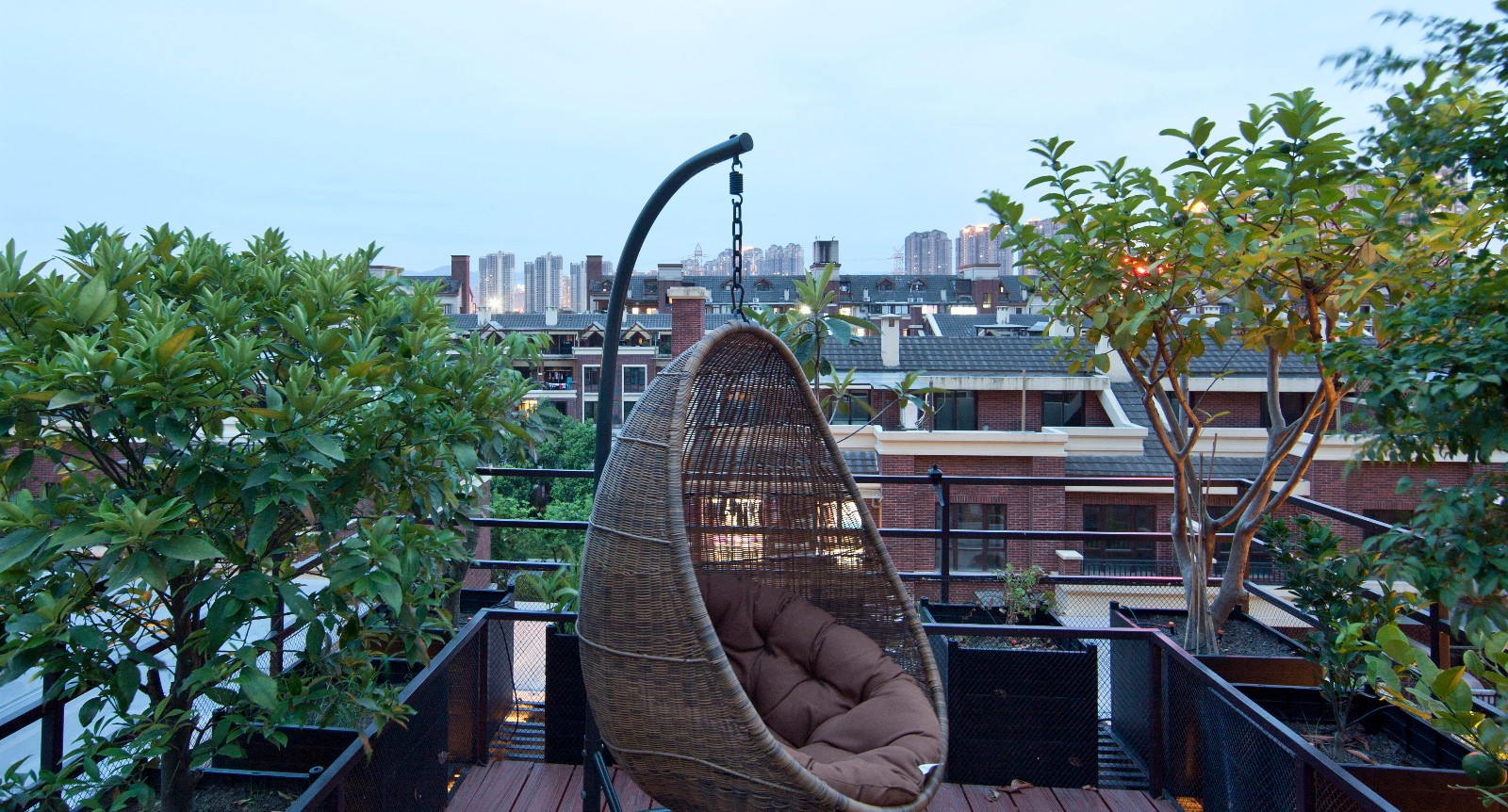 现代中式混搭别墅露台装修效果图