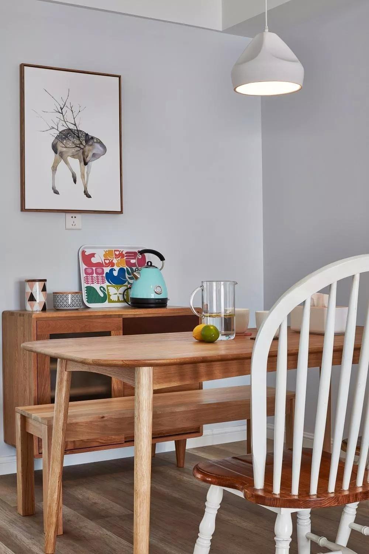 北欧风二居室装修原木餐桌设计图