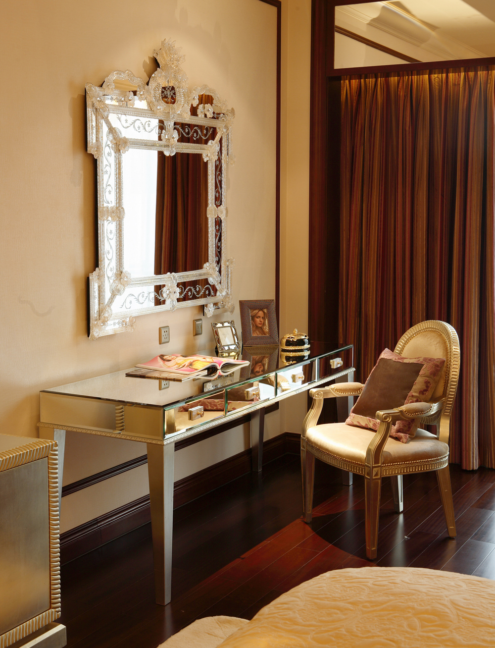 豪华古典欧式风格装修梳妆台设计图