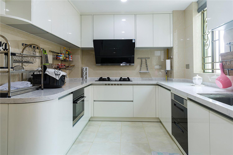大户型白色调厨房装修效果图