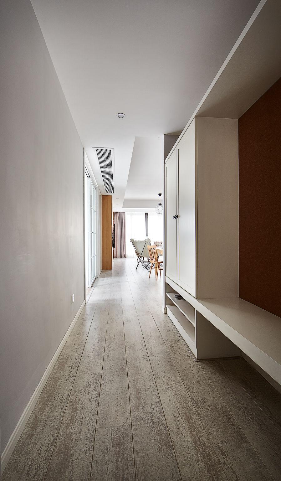 138㎡现代北欧三居走廊装修效果图