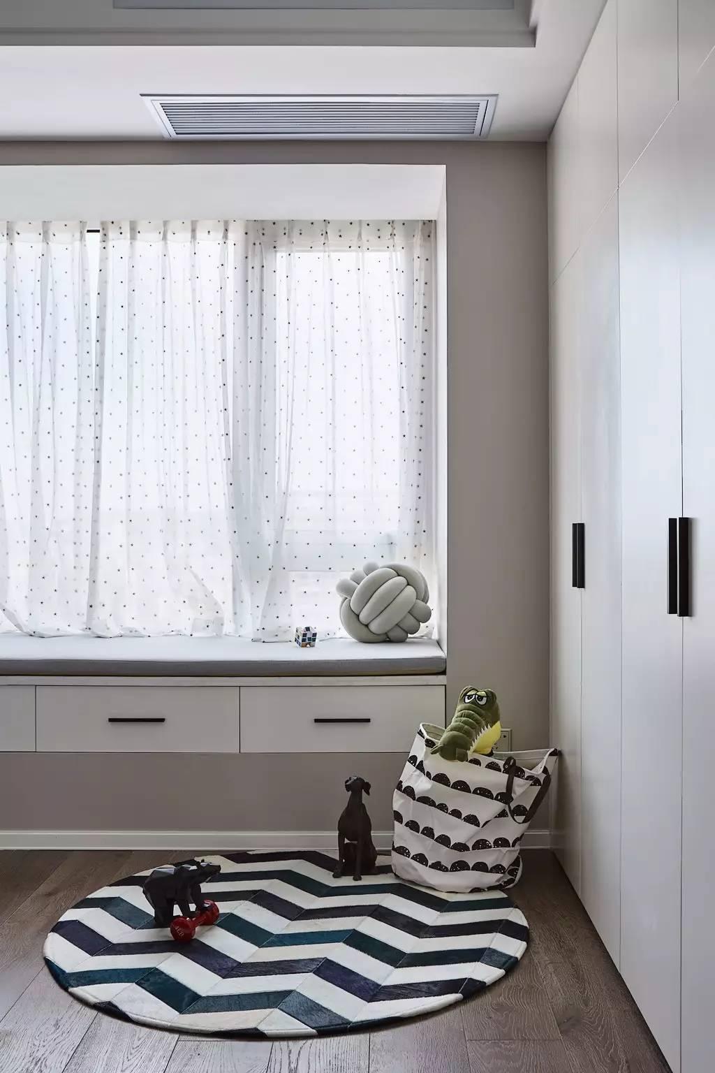 135平米三居室飘窗装修效果图