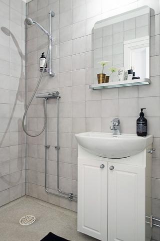 40平米白色公寓卫生间装修效果图