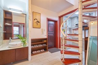 70平LOFT两居室玄关装修效果图