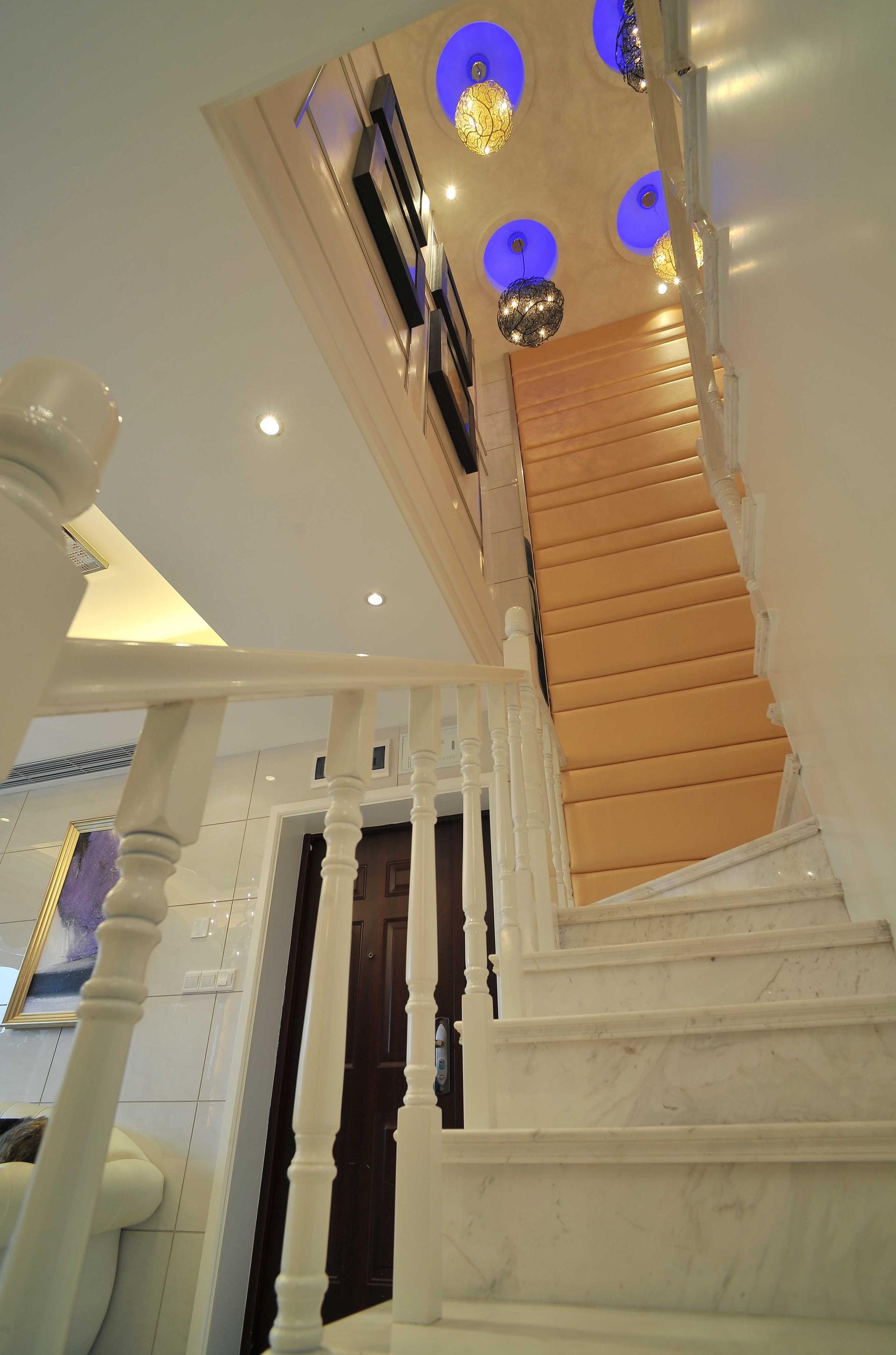 复式欧式风格三居楼梯装修效果图