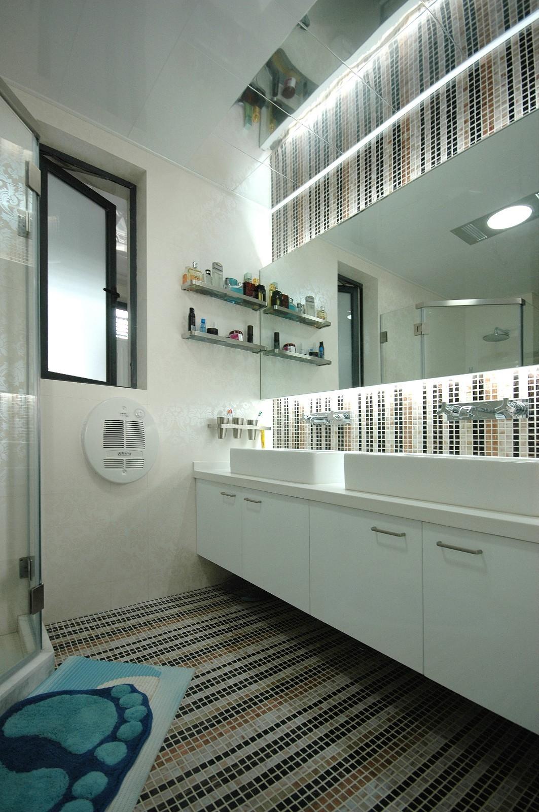 105平现代风格卫生间装修效果图