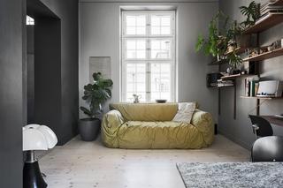 102平灰色公寓客厅装修效果图