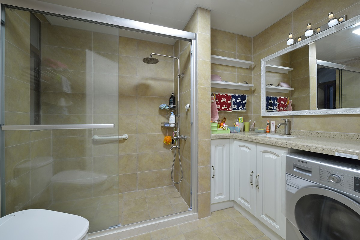 简美风格三居卫生间装修效果图