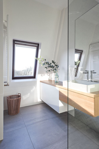 简约复式公寓阁楼卫生间装修效果图