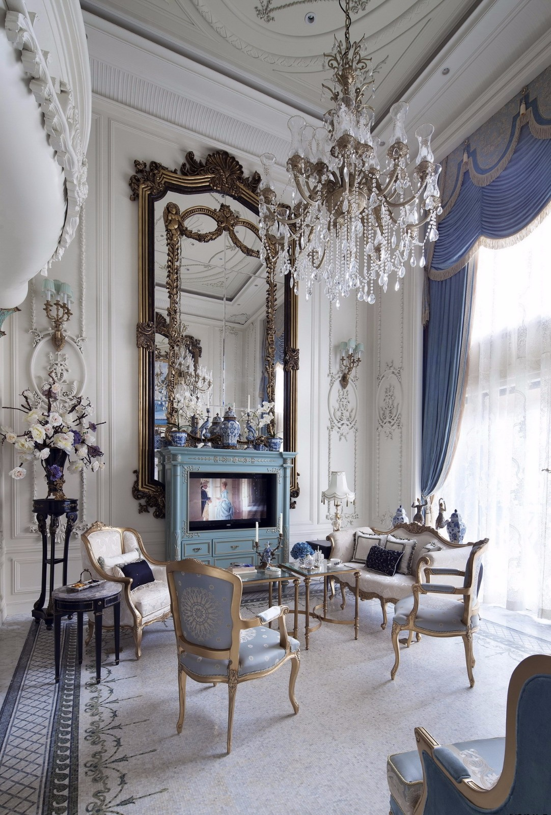 法式古典别墅客厅装修效果图
