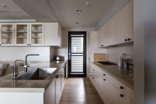 现代台式公寓厨房装修效果图