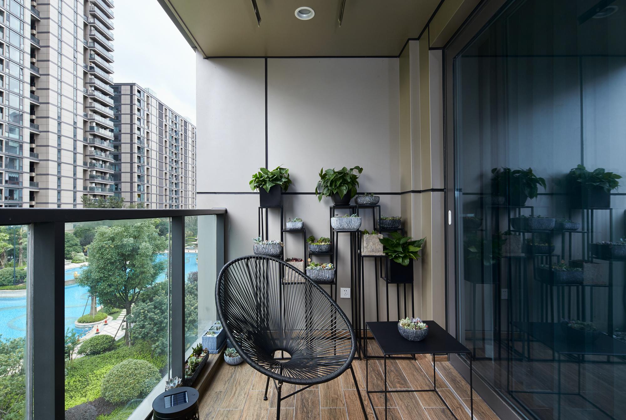 大户型现代简约阳台装修效果图