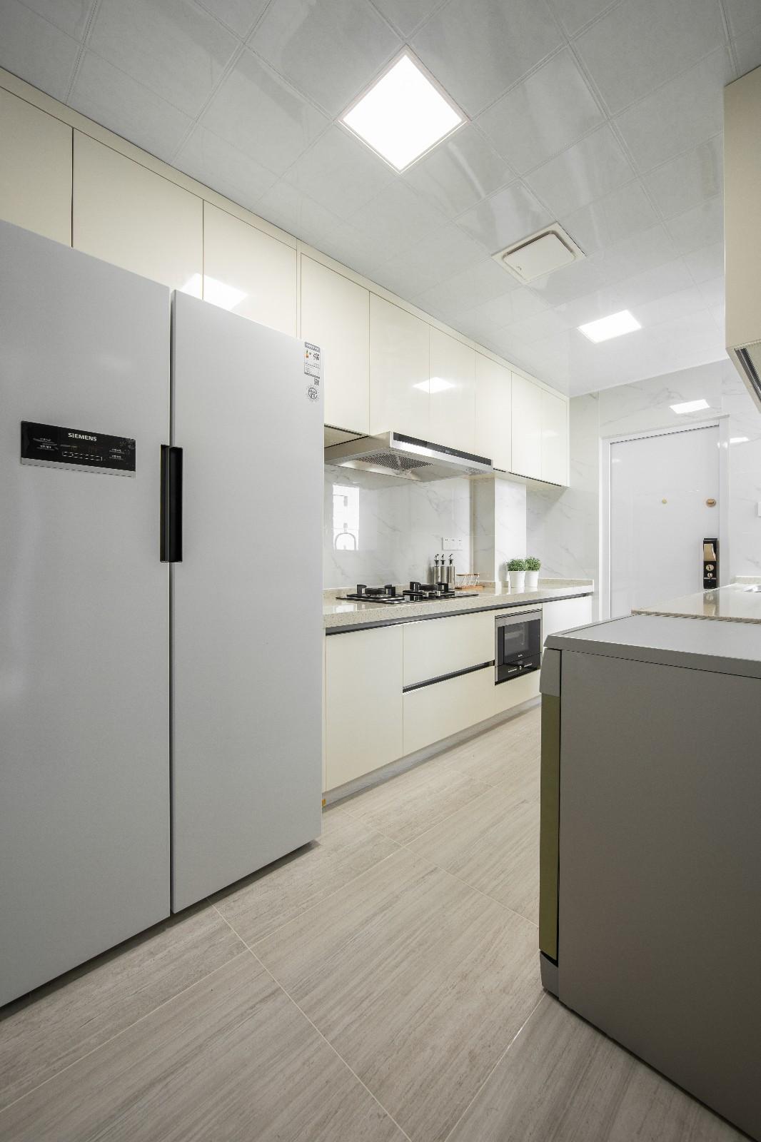 大户型现代简约风厨房装修效果图