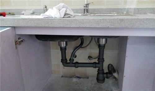 洗菜盆下水管这样安装有没有问题啊