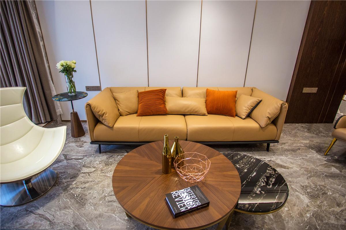 现代轻奢风三居沙发墙装修效果图