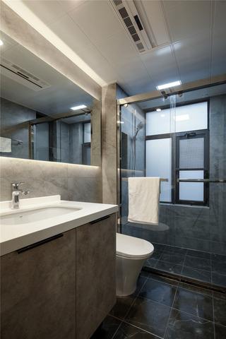 130m²现代简约卫生间装修效果图