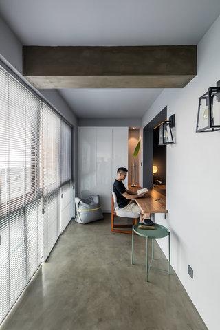 现代风三居室阳台装修效果图