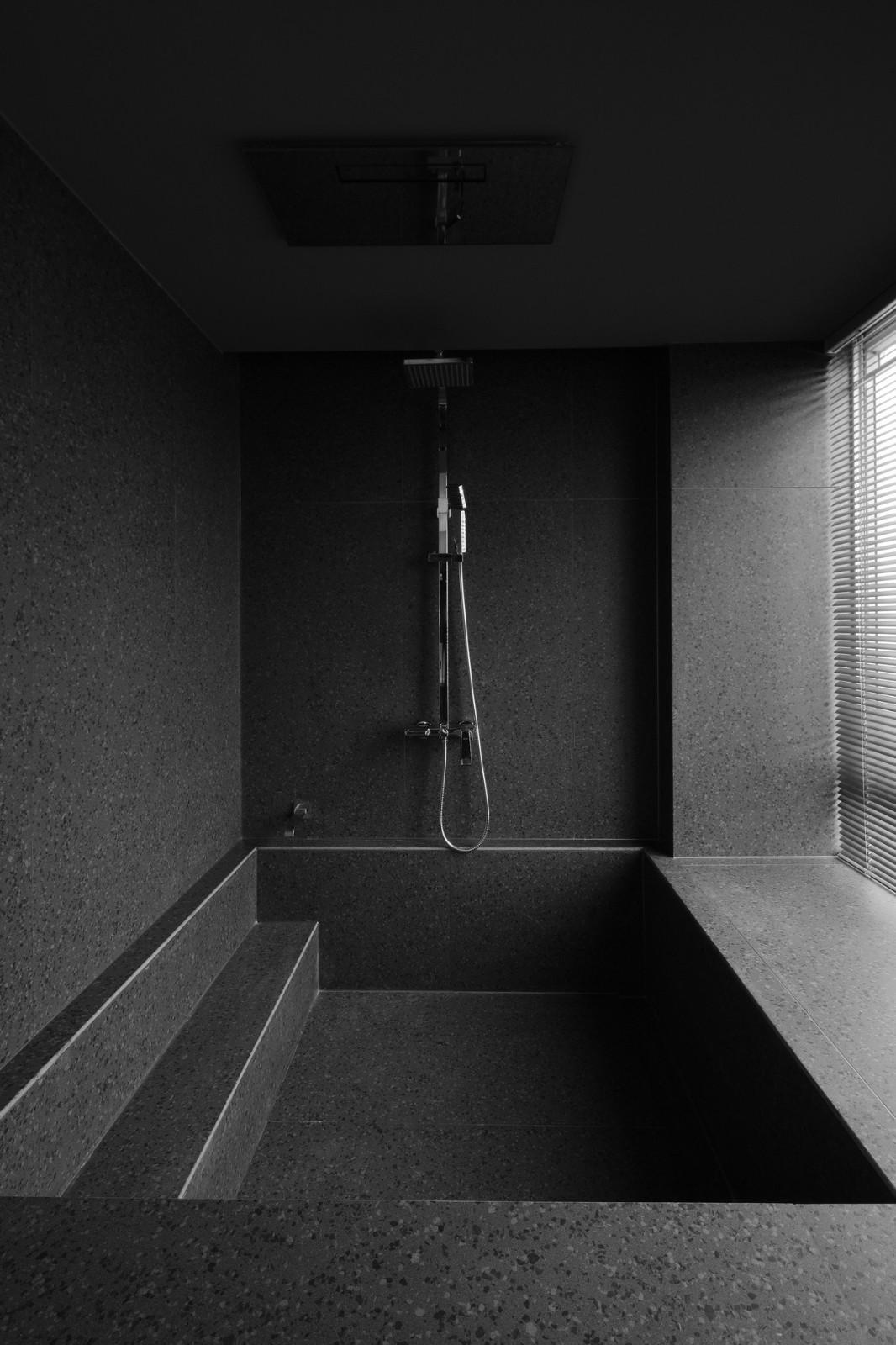 现代极简风浴室装修效果图