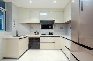 现代简约三居厨房装修效果图