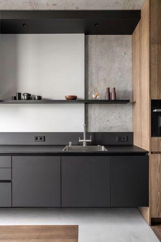 82平工业风厨房装修效果图