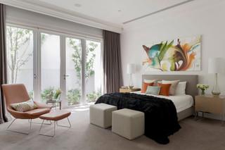 时尚现代卧室灰色窗帘装饰图