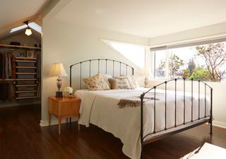 美式风格阁楼卧室窗户设计