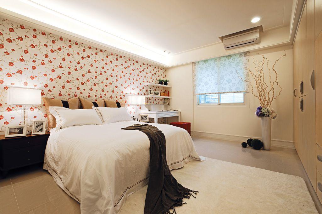 唯美混搭卧室花朵墙纸装饰图