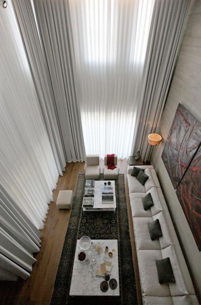 挑高客厅简约风窗帘俯瞰图
