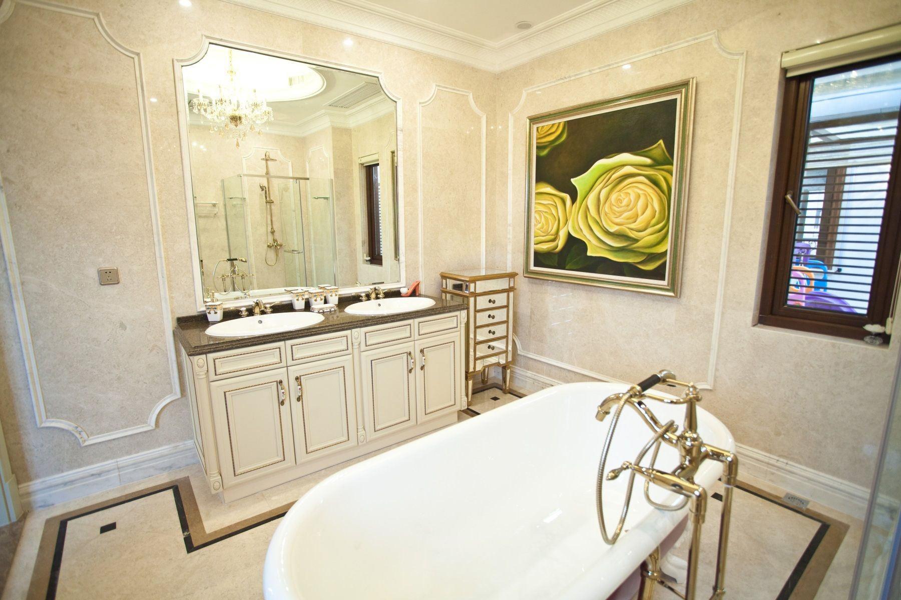 欧式风格浴室挂画装饰图