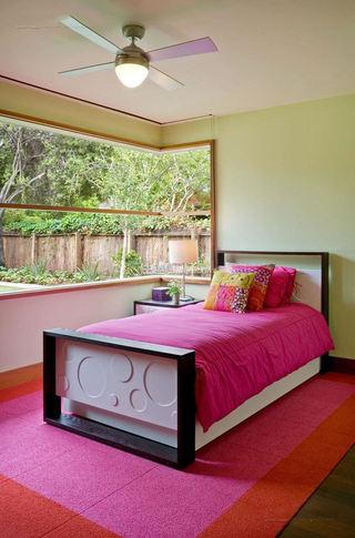 温馨美式儿童房景观窗设计