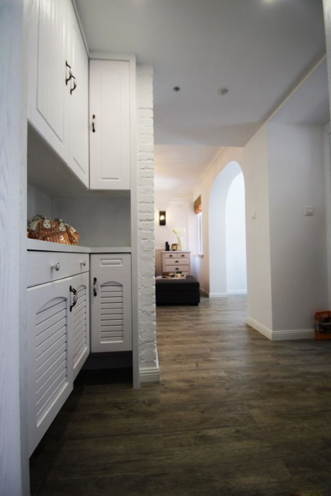 白色简约北欧风情玄关鞋柜设计