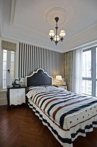 时尚简欧风卧室 条纹背景墙效果图