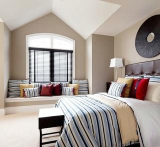 简欧风格阁楼卧室飘窗设计
