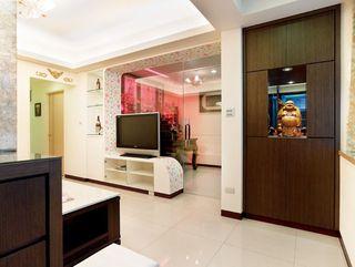 简约现代客厅玻璃门隔断设计