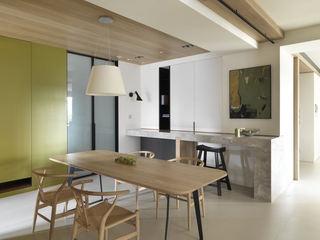 清新简约餐厅实木吊顶设计