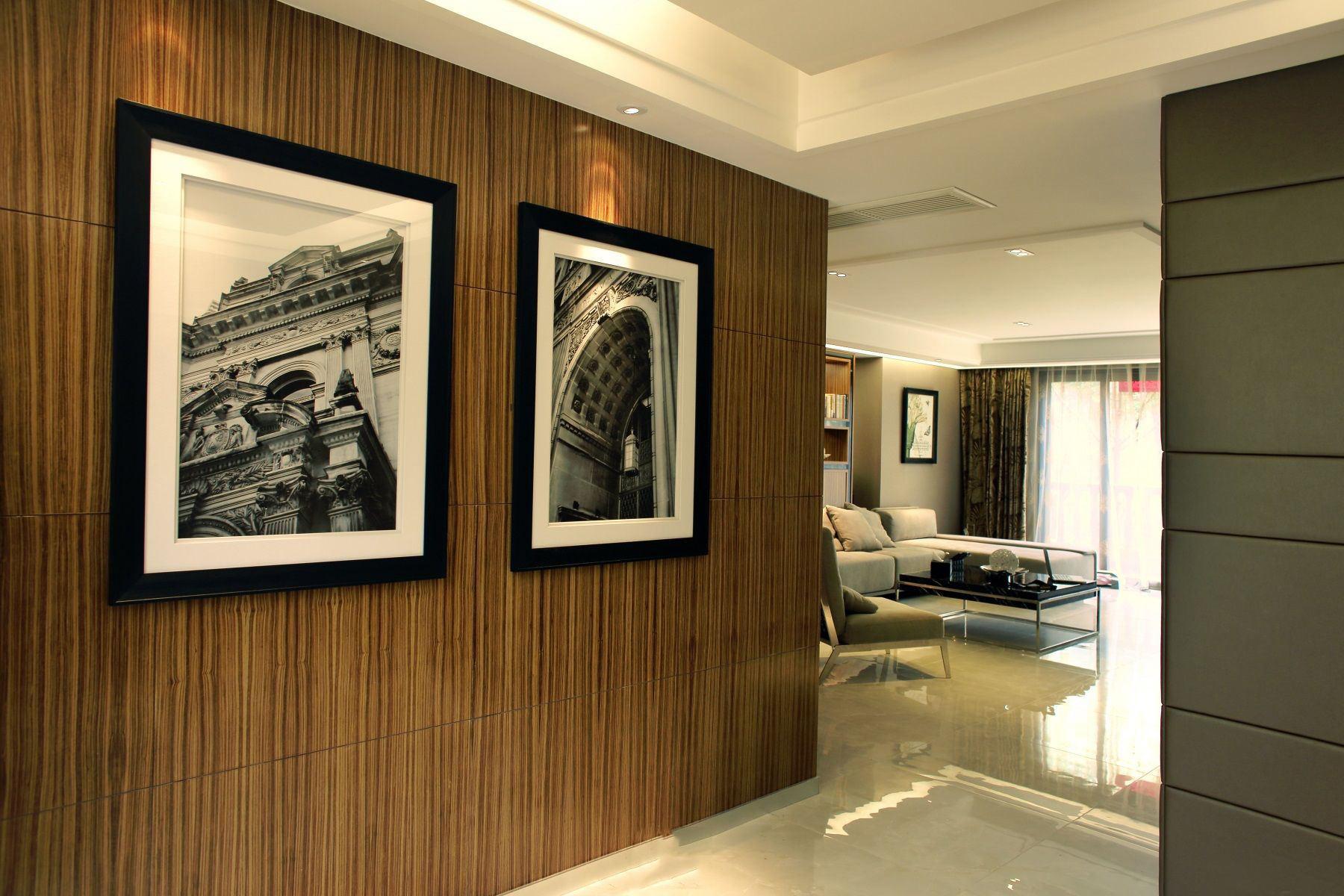 现代家居过道木质相片墙设计