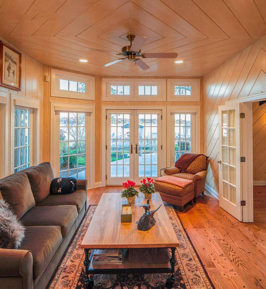 乡村美式不规则客厅 原木吊顶设计