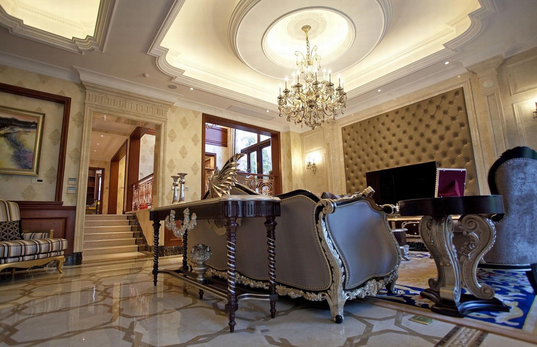 豪华别墅客厅欧式吊灯装饰图