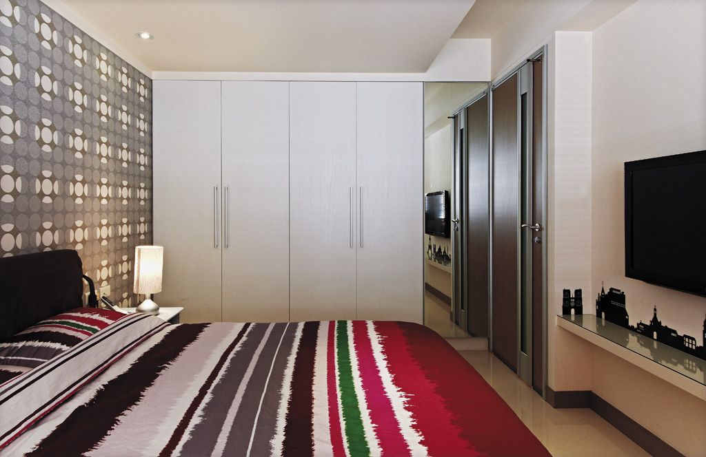 简约现代风卧室 白色衣柜效果图