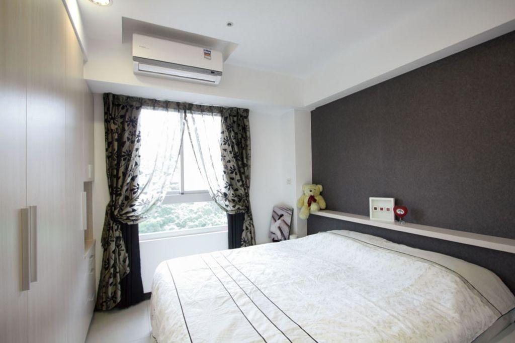 极简现代风卧室 古典花色窗帘设计