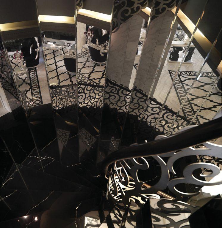 黑色新古典欧式风格 别墅旋转楼梯设计