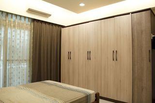 简约现代卧室实木衣柜装饰
