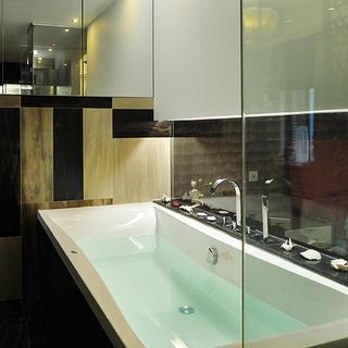 时尚简约日式浴室 玻璃隔断效果图