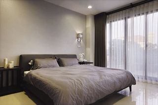 素雅现代家装卧室窗帘装饰图