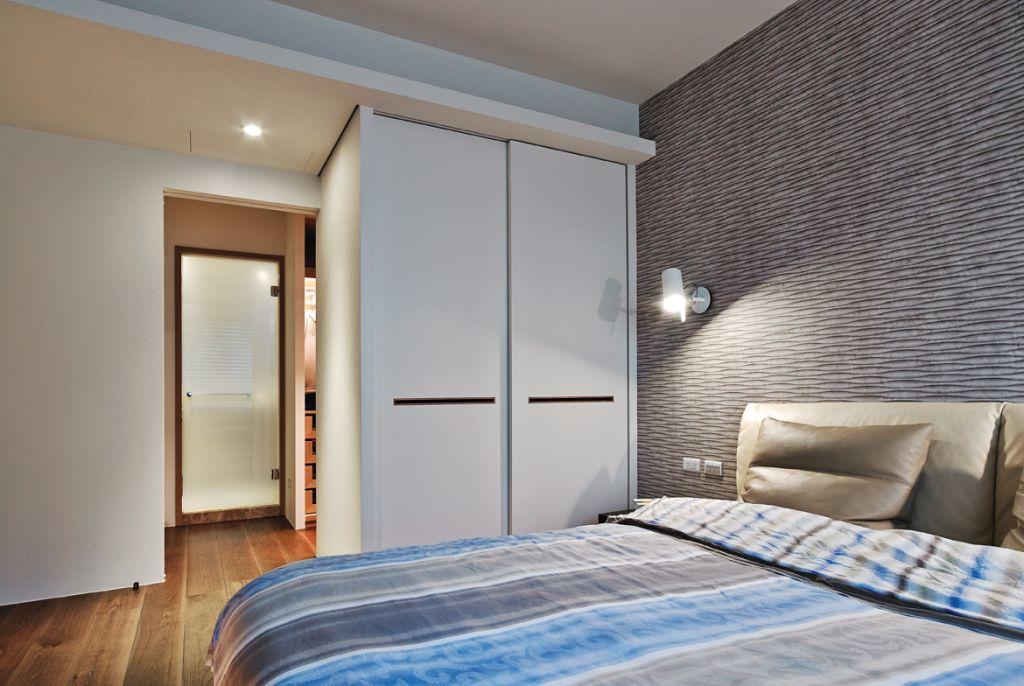 简美式卧室白色衣柜设计