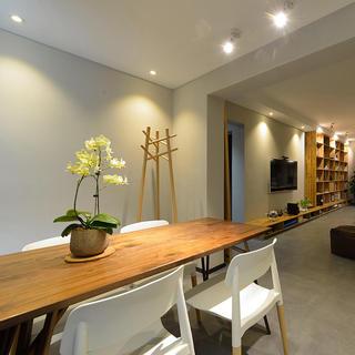 混搭装修餐厅实木餐桌设计