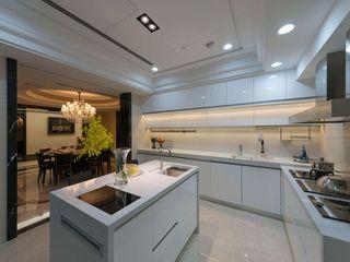 白色现代简约风厨房效果图